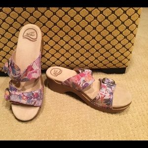 New Dansko leather clogs sandals size 39 /8
